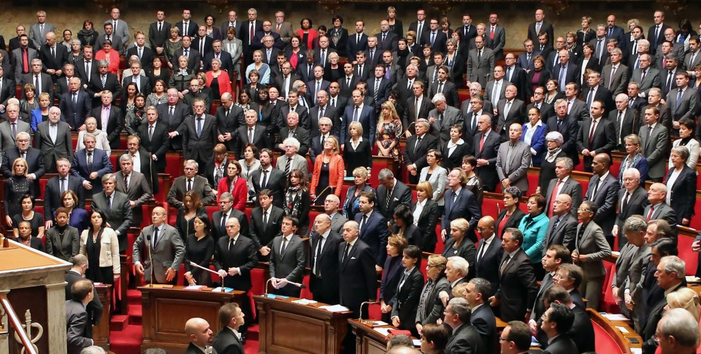 Минута мълчание във френското Национално събрание в памет на 17-те жертви на атентатите. Снимка: ЕРА/БГНЕС