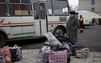 Автобуси евакуират цивилните от бойното поле Дебалцево