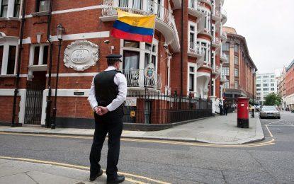 Британската полиция похарчила $15 милиона, за да дебне Асанж