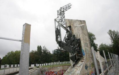 Съдът разреши да се махне паметника пред НДК