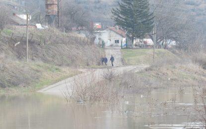 Нови валежи и силен вятър в половин България