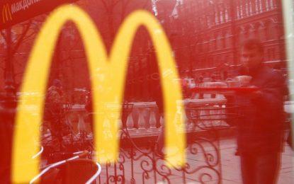 McDonald's вдига заплатите с по долар на час в САЩ