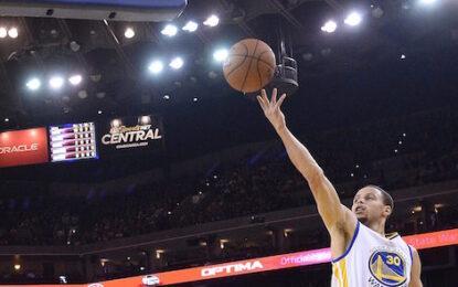 """Избрано от НБА: С 51 точки на Стеф Къри """"Уориърс"""" обърнаха """"Мавс"""""""