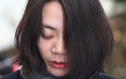 Корейката, изхвърлила стюардеса заради пакетче ядки, получи година затвор