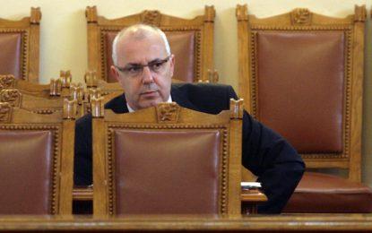 ГЕРБ търсят нов МВР-шеф, бавят оставката в парламента