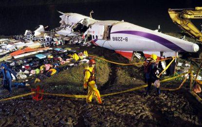 31 са вече жертвите на падналия самолет в Тайван