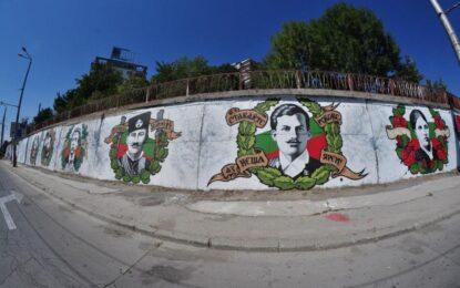 Майстори на графити рисуват Стена на забравените герои във Варна