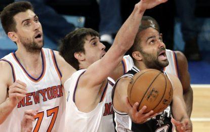 """Избрано от НБА: """"Никс"""" изненадващо удариха шампионите от Сан Антонио"""