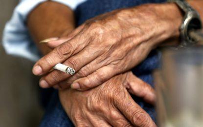 Бил Гейтс ще помага на бедни страни да се борят с тютюна