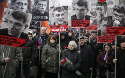 Хиляди се събират в Москва, за да почетат Борис Немцов
