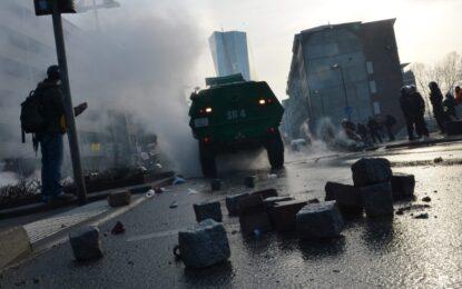 Протест и палежи за откриването на новата централа на ЕЦБ (галерия)