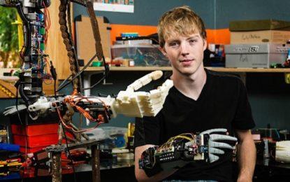 Вундеркинд създаде роботизирана ръка за 3D принтер