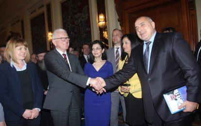 По данни на Борисов между 800 милиона и 1.5 милиарда са ограбени от КТБ