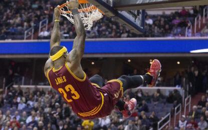 """Избрано от НБА: Два пропуска на ЛеБрон от фала решиха мача с """"Рокетс"""""""