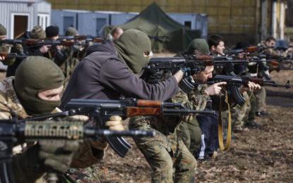 Азовският батальон се строява за битка в Мариупол