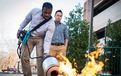 Студенти загасиха пожар със звук (видео)