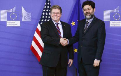 """САЩ отварят """"читални"""" за ТТИП в посолствата си в Европа"""