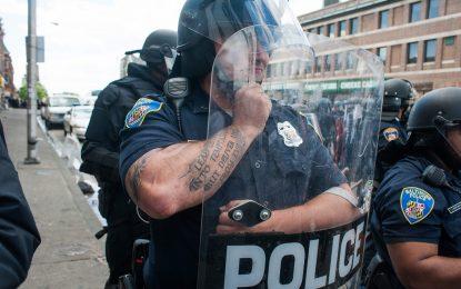 Полицията наложи със сила вечерния час в Балтимор