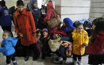 """Бежанци на бунт във """"Военна рампа"""""""