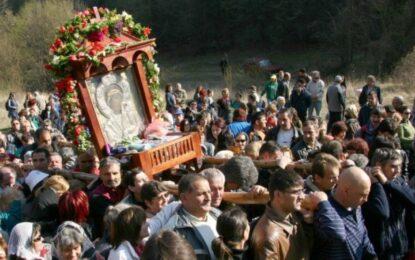 Започна литийното шествие с иконата на Света Богородица
