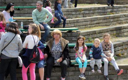 Повече жени в България, ама по-стари