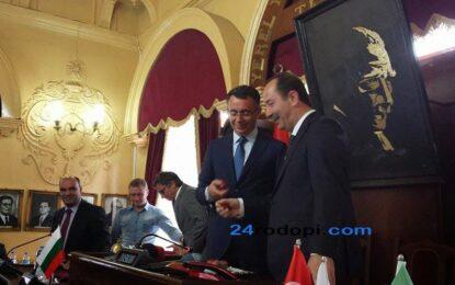 Хасан Азис пребори Реджеп Гюркан с великденско яйце