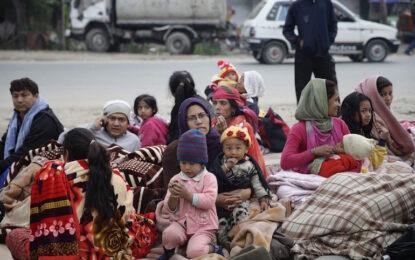 Непал издирва оцелели и чака помощ. Над 1900 са жертвите на труса