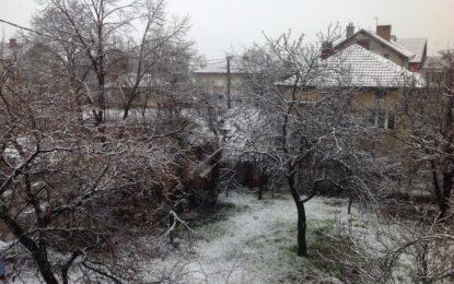 Сняг, дъжд и риск от наводнения в цялата страна