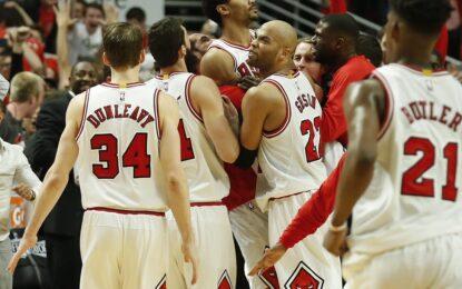 """НБА плейофи: Роуз прекърши """"Кевс"""" с тройка със сирената"""