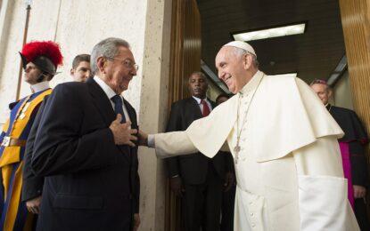 Срещата с папата върнала Раул Кастро към религията