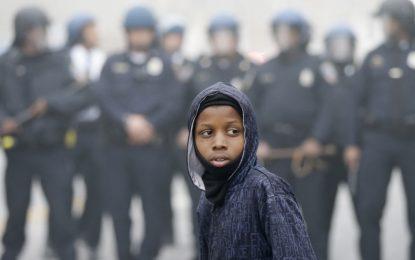 Шестима полицаи в Балтимор обвинени за смъртта на Фреди