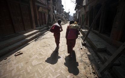 Хиляди в Непал отказват да се приберат по домовете си