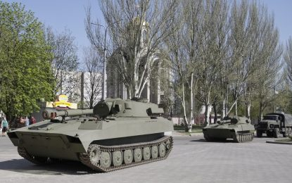Русия струпва войници и техника край Украйна