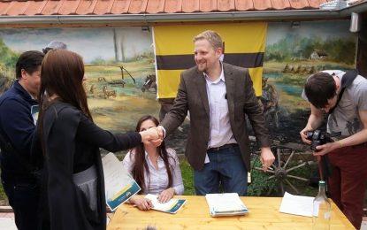 Президентът на Либерландия глобен за влизане в страната си