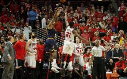 """НБА плейофи: ЛеБрон отвърна на удара и изравни серията с """"Булс"""""""