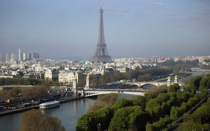 Айфеловата кула затвори заради джебчии