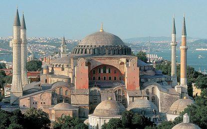 """Призив за мюсюлманска молитва оттекна от """"Света София"""" в Истанбул"""
