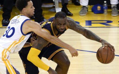 """НБА плейофи: ЛеБрон изравни финалната серия с """"Уориърс"""" с постижение за историята"""