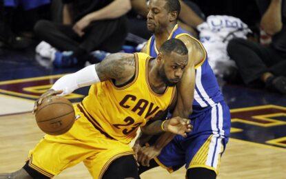 """НБА плейофи: ЛеБрон продължава да носи """"Кевс"""" към титлата"""