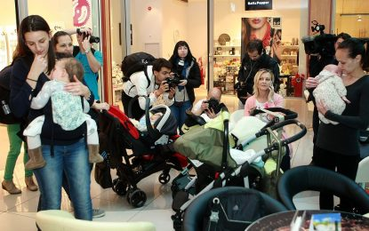 Делото за кърменето в мола приключи със споразумение – и кампания