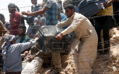 """Хиляди бягат от столицата на """"халифата"""" към Турция"""