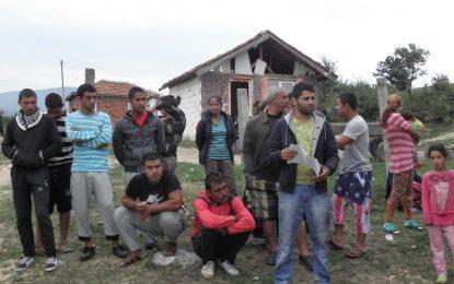 Първата ромска къща в Гърмен падна