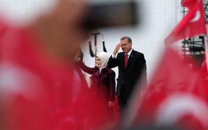 """Ердоган съди опозицията заради """"златната тоалетна"""""""