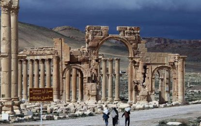 """""""Ислямска държава"""" руши амфитеатъра в Палмира"""