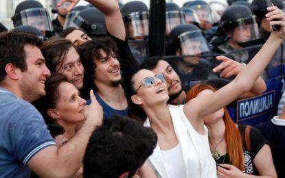 Опозицията в Македония се отказа от преговорите за кризата