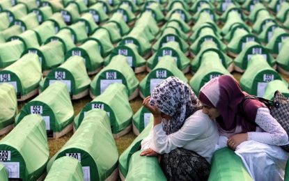 8372 свещи заради клането в Сребреница
