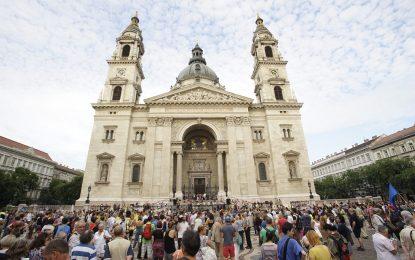 Унгарци протестират срещу оградата със Сърбия