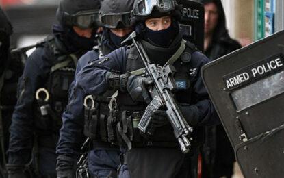 Великобритания праща до 5100 военни да патрулират по улиците