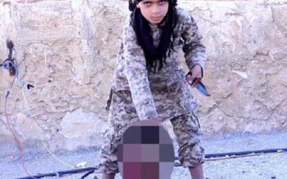 """""""Ислямска държава"""" пусна видео с дете-екзекутор"""