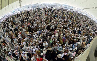 Саудитска Арабия маркира поклонниците в Мека с е-гривни